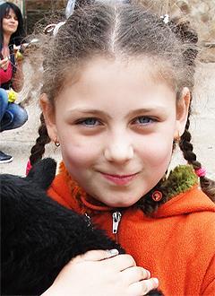 Диана Аблаева, 9 лет, двусторонняя сенсоневральная глухота, требуются слуховые аппараты. 128160 руб.