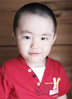 Альберт Хадаханов, 4 года, кондуктивная тугоухость 4 степени справа, аномалия развития ушной раковины, требуется слуховой аппарат костной проводимости. 552616 руб.
