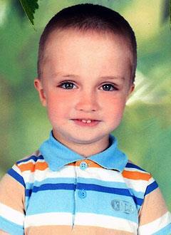 Ярослав Андреев, 5 лет, врожденная правосторонняя косолапость, рецидив, требуется лечение. 151900 руб.