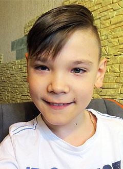 Тимур Фазлиев, 10 лет, детский церебральный паралич, ретинопатия (поражение сетчатки глаза) 5-й степени, требуется инвалидное кресло-коляска. 253022 руб.